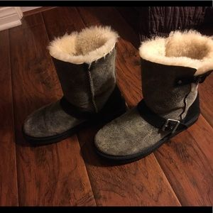 UGG Short Boots Back and Gray